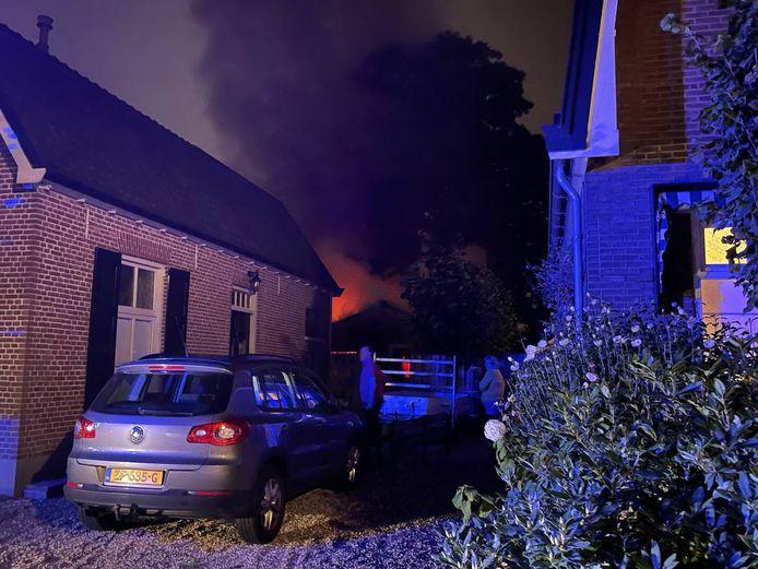 De dikke rook van de schuurbrand was goed te zien in Eerbeek.