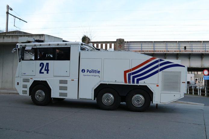 De politie was massaal aanwezig aan het station in Aalst.