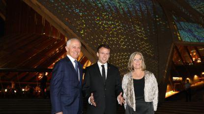 """Macron bedankt Australische premier en zijn """"lekkere vrouw"""""""