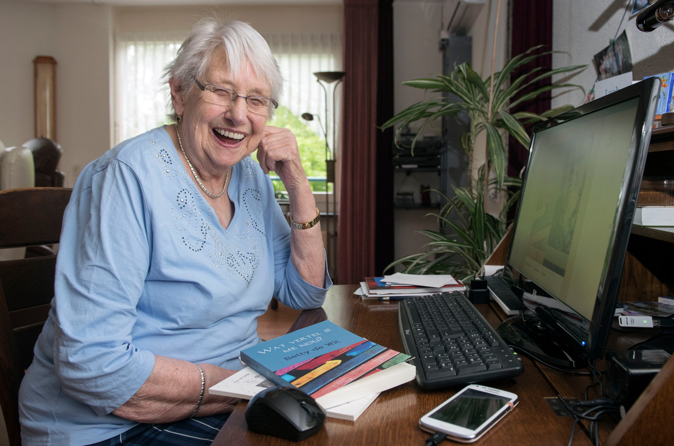 Voor Betty de Wit heeft de computer geen geheimen. Een heks in haar boek maakt er zelfs gebruik van.