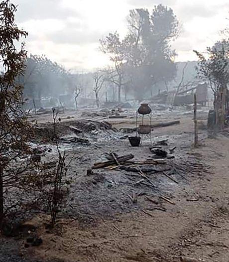 Des soldats de la junte birmane réduisent un village entier en cendres