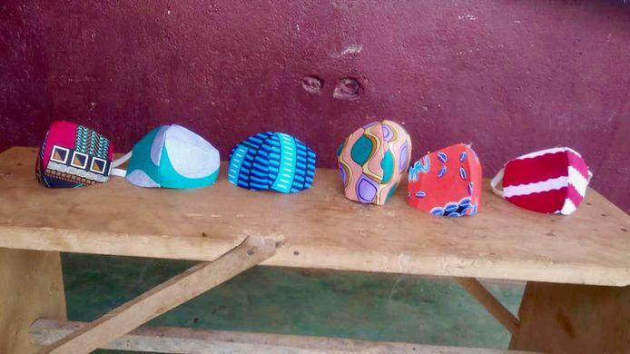 Mondkapjes, gemaakt in Bomono.