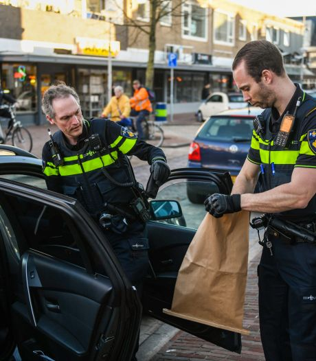 Alphense politie houdt man onder schot die mogelijk vuurwapen bij zich had