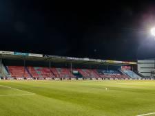 Fans FC Den Bosch vieren terugkeer op tribune met enorm spandoek: 'The Gates Are Open'