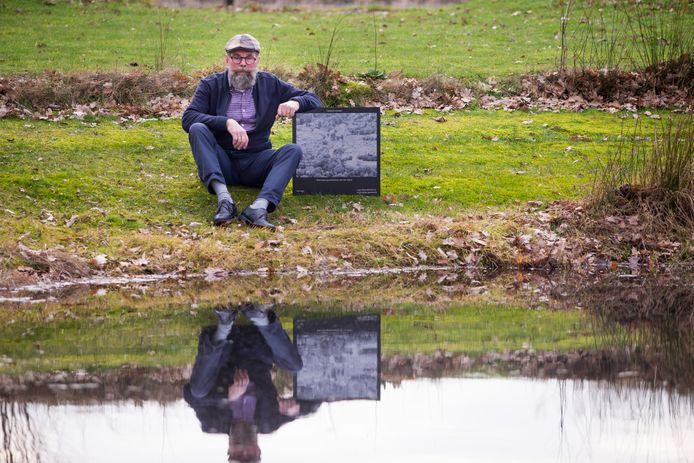 De markante Vordenaar Harry Jansen beijvert zich voor de realisatie van een fototegelwandelroute in vier kerngemeenten in Bronckhorst (Vorden, Hummelo, Steenderen en Zelhem).
