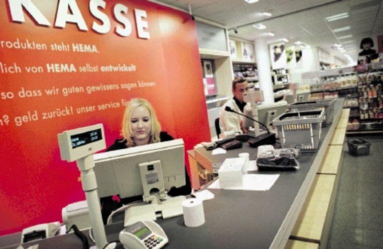 Een Duits Hemafiliaal. Het is nog afwachten of de Hema-mode aanslaat in de stad van de haute couture. (FOTO HH) Beeld