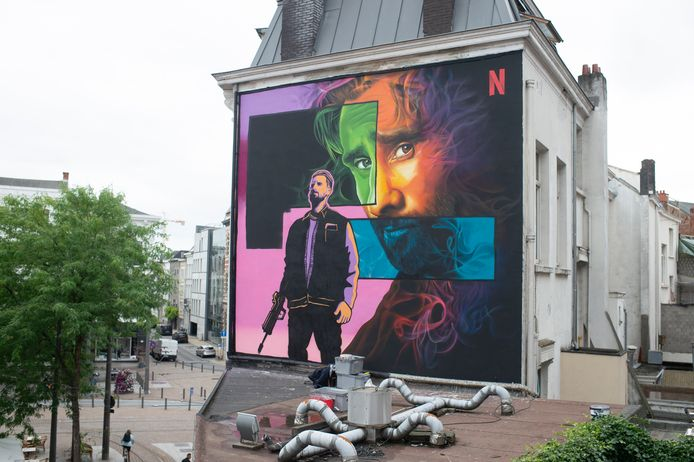 De nieuwe muurschildering van Matthias Schoenaerts op de Leopoldplaats.