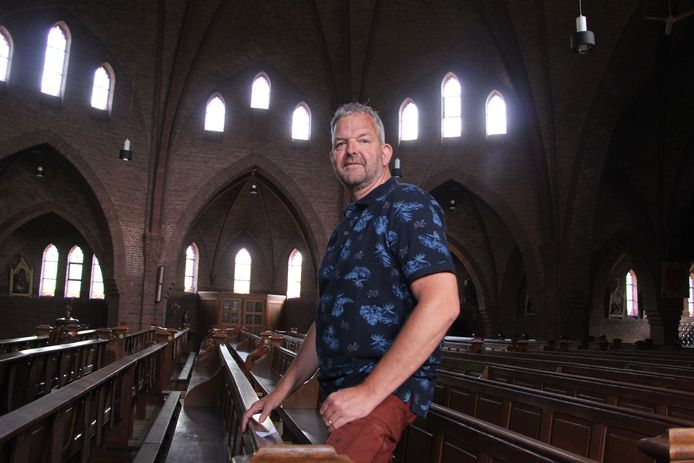 """Voorzitter Johnny Lankheet van Visiegroep Hergebruik H. Caecilia in de kerk: """"Een herindeling van de kerkruimte met een extra bouwlaag lijkt mogelijk."""""""
