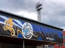Reusachtig spandoek bij stadion De Vliert: gul gebaar van supporters FC Den Bosch