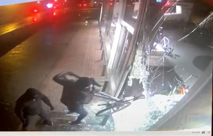 Les voleurs n'ont pas fait dans la dentelle...
