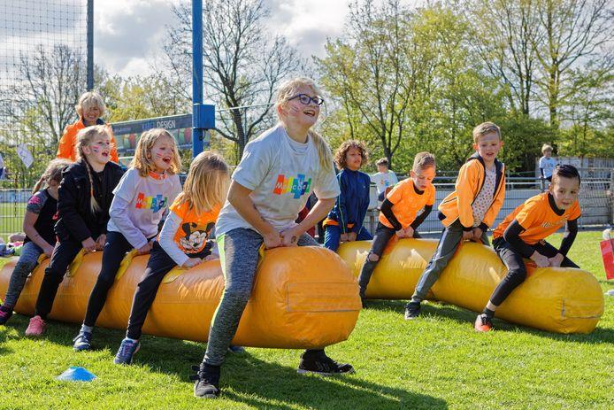 Koningsspelen van basisschool De Marcoen op de velden van voetbalvereniging Neerlandia in Dorst.