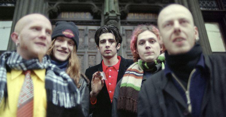 Evil Superstars in 1996, met in het midden Mauro Pawlowski en rechts naast hem Tim Vanhamel. Beeld GOEDEFROIT MUSIC