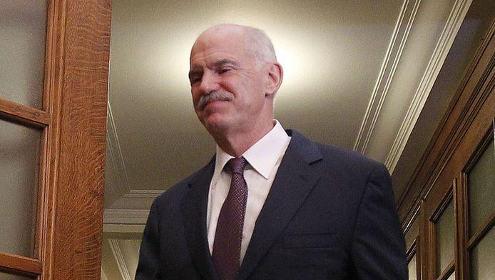 In Griekenland vindt morgen topoverleg plaats om premier Papandreou alsnog op andere gedachten te brengen.