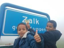 Jesse (9) en Boaz (5) redden de aankomst van sint in 'Zwalk': 'Snel de letter w op het bord gezet'