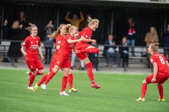 Anna-Lena Stolze maakt de winnende goal.