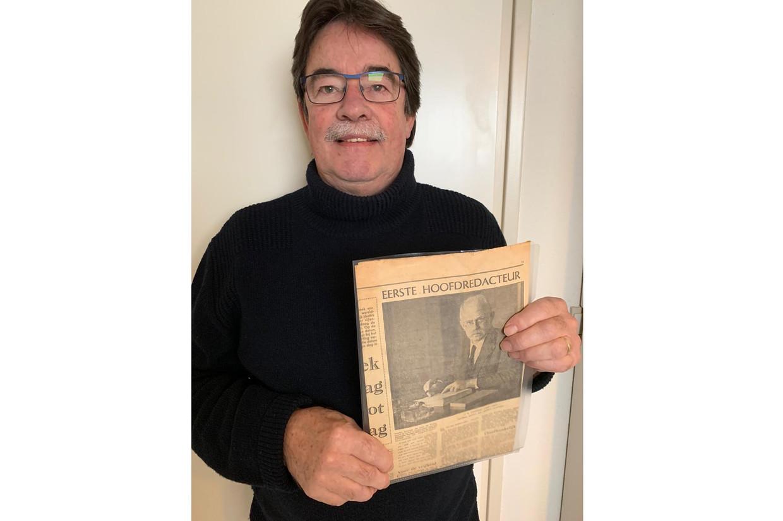 Peter van Dongen met een krantenfoto van zijn opa Beeld Peter van Dongen