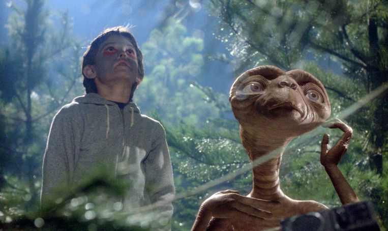 Henry Thomas en E.T. in 'E.T. the Extra-Terrestrial'. Beeld