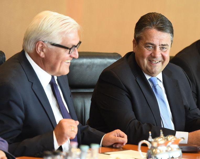 Sigmar Gabriel (rechts) en Frank-Walter Steinmeier. Beeld AFP