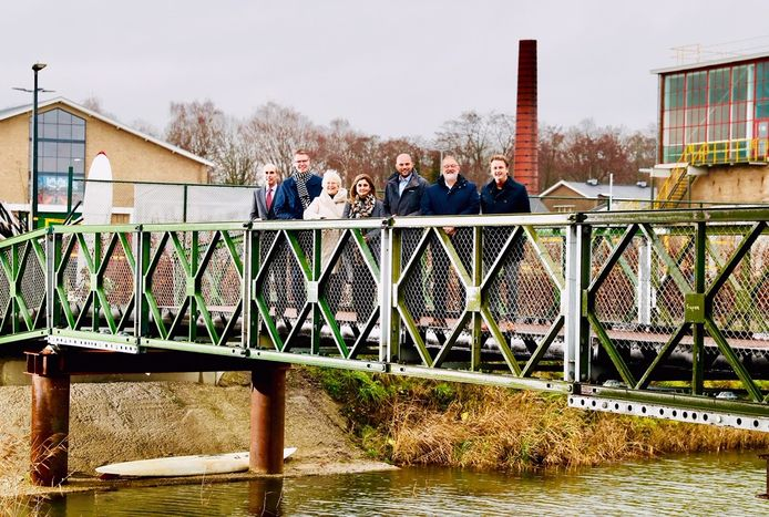 Bestuurders van Apeldoorn, Brummen, Epe, Hattem, Heerde, Rheden, het waterschap Vallei en Veluwe en de provincie Gelderland tekenden vandaag de samenwerkingsovereenkomst 'Beleef het Apeldoorns Kanaal'.