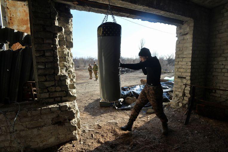 Oekraïense militairen nabij Donetsk. Beeld Oleksandr Klymenko / Reuters