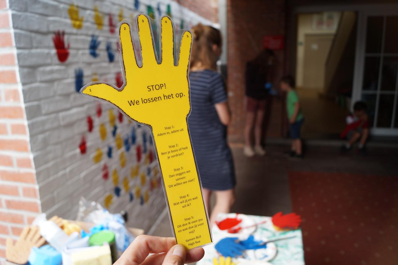 Ieder kind kreeg ook een handleiding mee met 5 stappen om zelf een conflict met een vriendje op te kunnen lossen
