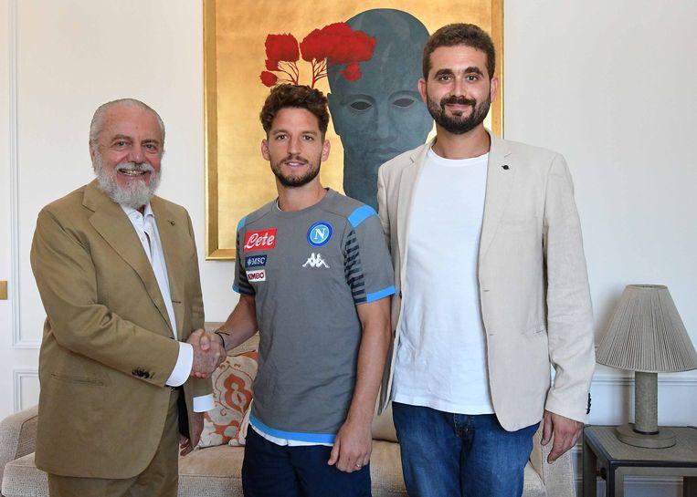 Voorzitter Aurelio De Laurentiis, Dries Mertens en vice-voorzitter Edoardo De Laurentiis tijdens de contractverlenging.