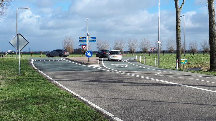 Als het aan het CDA in Woerden ligt dan wordt de gevaarlijke T-kruising van de Spruitweg met de Ingenieur Enschedeweg in Kamerik een rotonde.