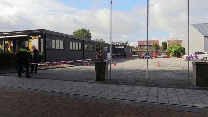 Sportschool de Sport Fabrik in Losser blijft voorlopig gesloten na een schietpartij.