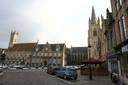 Het marktplein van Nieuwpoort, met de historische gebouwen.