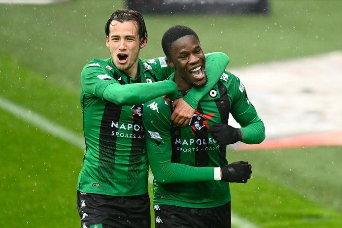 Olivier Deman blij om een goal van Ike Ugbo vorig seizoen bij Cercle Brugge.