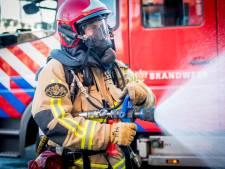 Twee brandweerlieden gewond bij blussen tuincentrum Lisse
