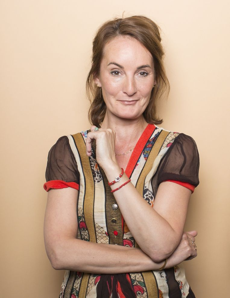 Esther van Fenema: 'Het valt me op hoeveel mensen roesmiddelen of een drukke agenda gebruiken om hun gevoelens te verdoven en te dempen.' Beeld