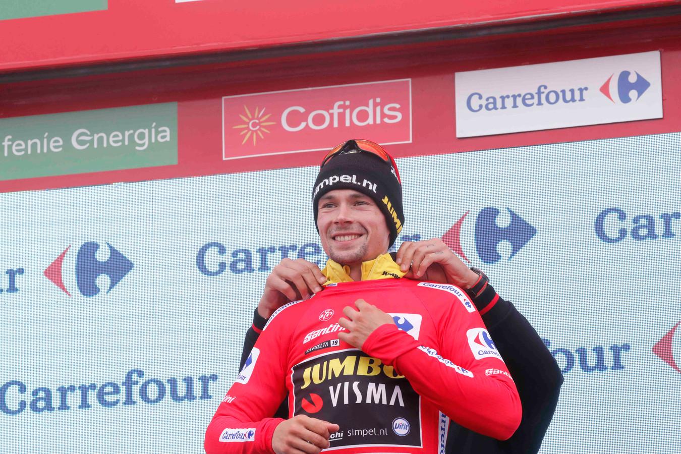 Primoz Roglic mag ook op de top van de Alto De La Cubilla het rood aantrekken.