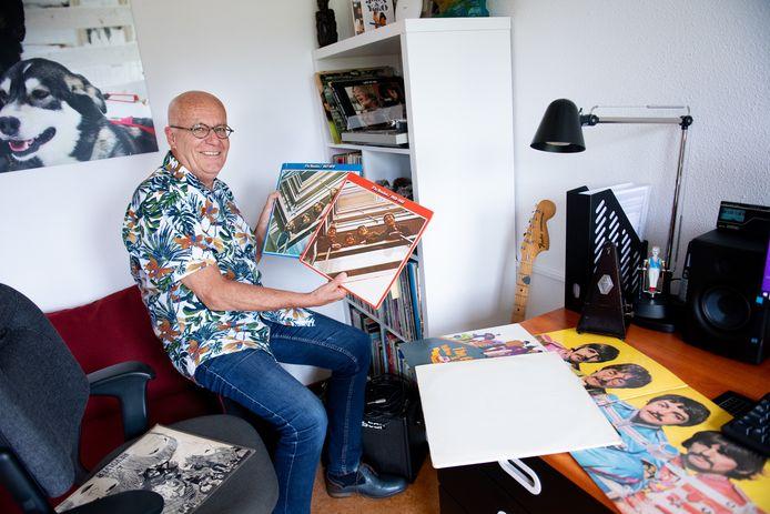 Sylvester Ruijs toont een deel van zijn Beatles-verzameling.