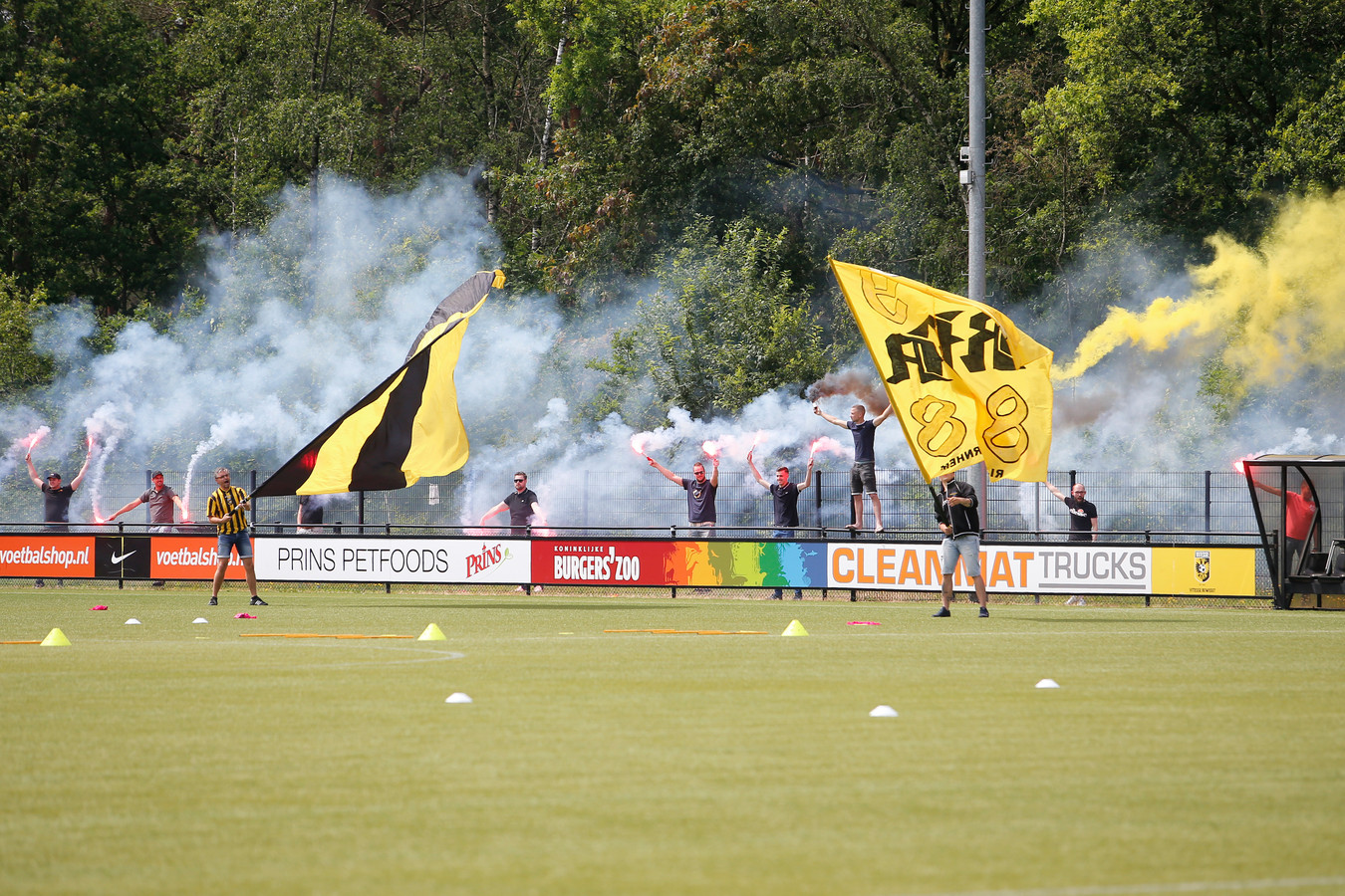 Supporters van Vitesse op Papendal.