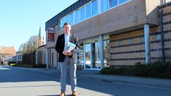 """Kerkgangers in Wingene zitten twee jaar tussen 45.000 boeken: """"Boekenrekken voor het altaar krijgen wieltjes"""""""