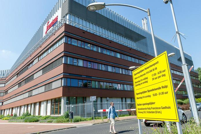 De kaakchirurgen werkten inSchiedam enRotterdam.