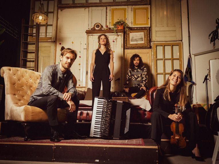 Astori Amsterdam, met van linksaf Vincent van Amsterdan, Sterre Konijn, James Oesi en Wiesje Nuiver. Beeld Merlijn Doomernik