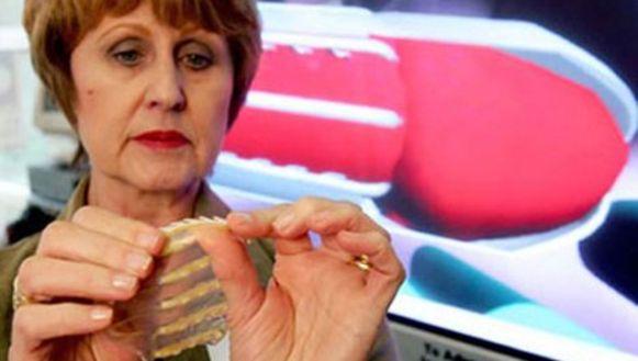 Dokter Sonnet Ehlers stelt haar revolutionaire uitvinding voor.