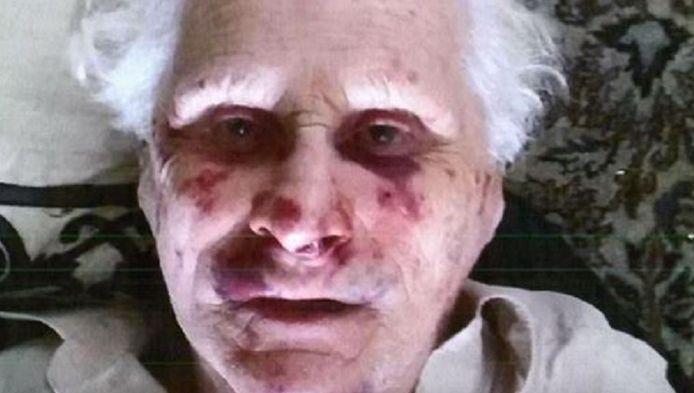 De politie maakte foto's van de hoogbejaarde slachtoffers