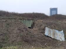 Verstopte container tussen Betuwelijn en A15, vermoedelijk hennepkwekerij: 'Zo ingegraven nog niet eerder meegemaakt'