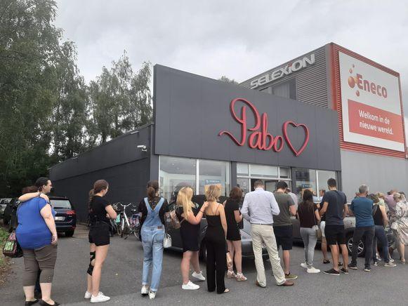 Er stond vanmorgen meteen een wachtrij bij Pabo in Aartselaar.