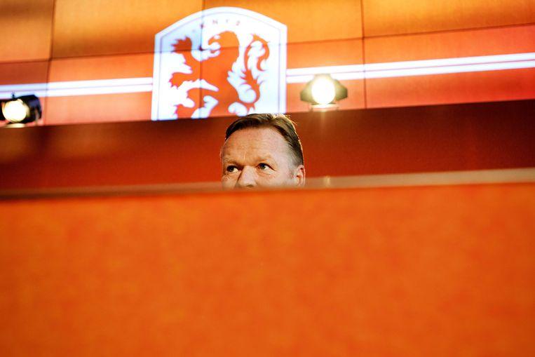 Ronald Koeman staat de pers te woord tijdens zijn presentatie als bondscoach van het Nederlands elftal bij de KNVB.  Beeld ANP