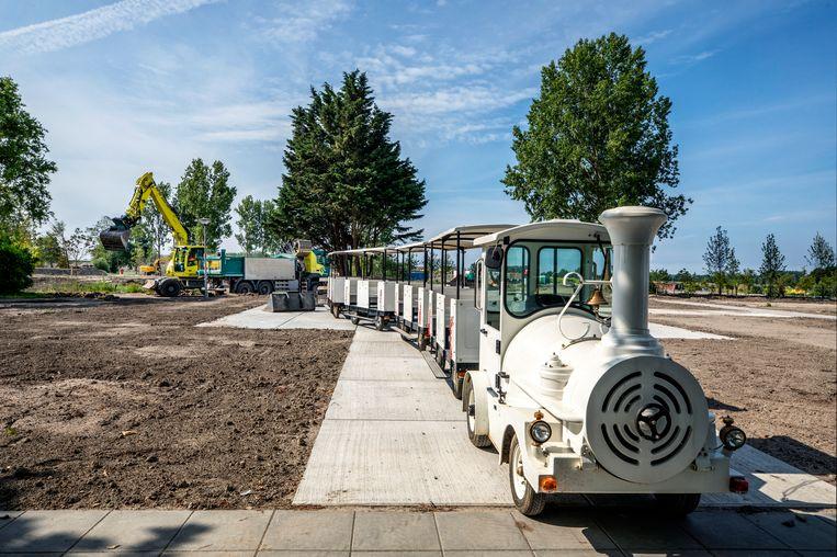 De toeristentrein voor de Floriade in 2022 staat al klaar.  Beeld Raymond Rutting / de Volkskrant