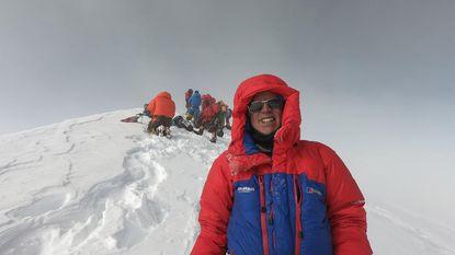 """Eerste Belg die levensgevaarlijke K2 weet te temmen: """"Ik heb klimmer 2.000 meter naar beneden zien vallen"""""""