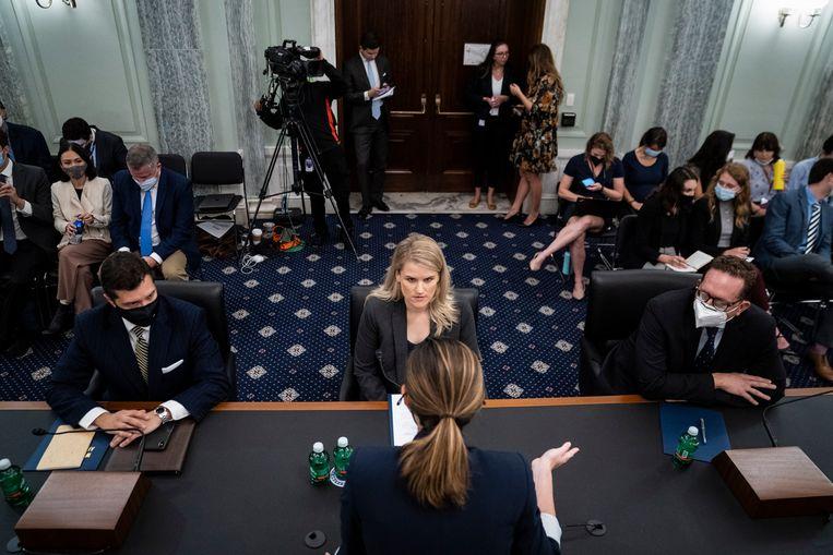 Klokkenluider Frances Haugen voor de Amerikaanse Senaat. Beeld EPA