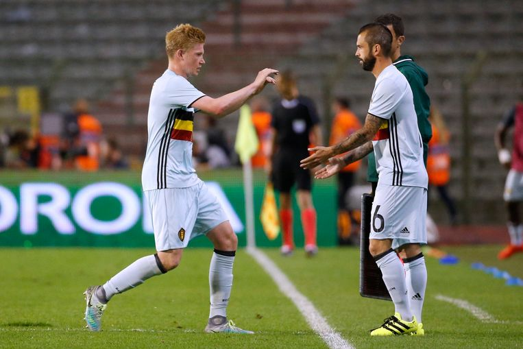 BRUSSELS, BELGIUM - SEPTEMBER 01:  Kevin De Bruyne forward of Belgium and Steven Defour midfielder of Belgium during a FIFA international friendly match between Belgium and Spain at the King Baudouin Stadium on september 01, 2016 in Brussels, Belgium , 01/09/2016 ( Photo by Jimmy Bolcina / Photonews Beeld null