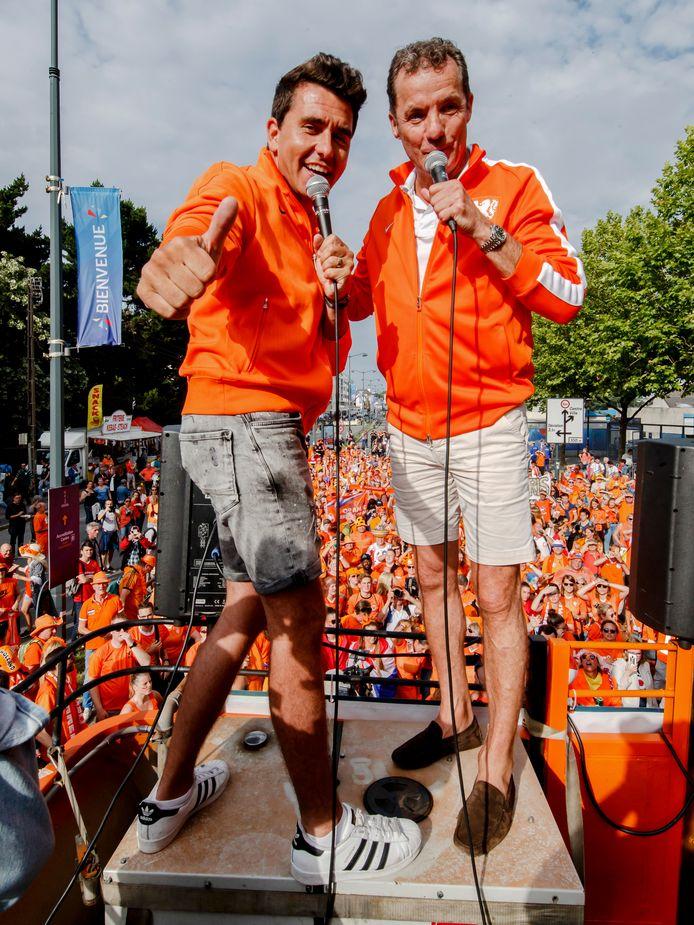 Jan Smit en John de Bever tijdens het EK vrouwenvoetbal.
