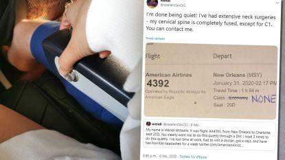 """Vrouw laat rugleuning vliegtuigstoel zakken, man achter haar begint erop in te beuken: """"Ik was doodsbang"""""""