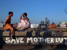 Klimaatactivisten bezetten Londen, ruim 800 aanhoudingen